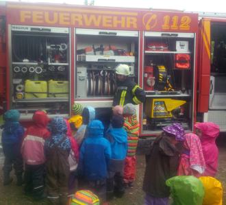 Freiweillige Feuerwehr Geiselbullach im Bauernhofkindergarten Olching